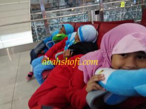 Perjalanan Jakarta manchester di temuh selama 18 jam, dengan transit di dubai selama hampir 3 jam.